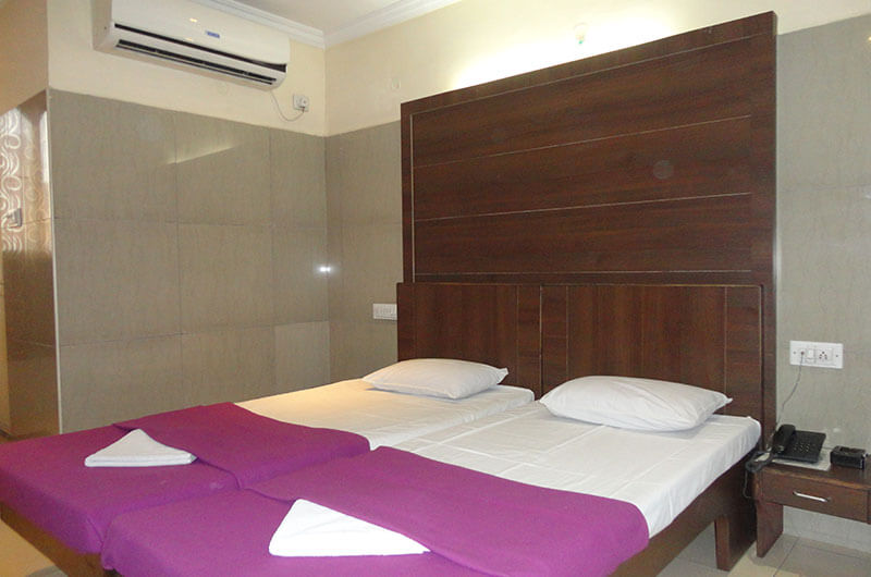 Hotel Haridwar-Deluxe AC Double Coat Room2