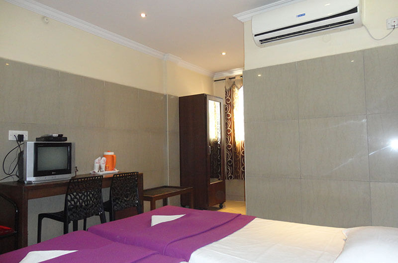 Hotel Haridwar-Deluxe AC Double Coat Room3