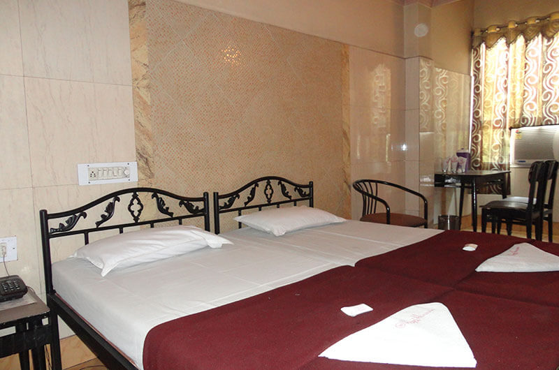 Hotel Haridwar-Deluxe AC Double Coat Room7