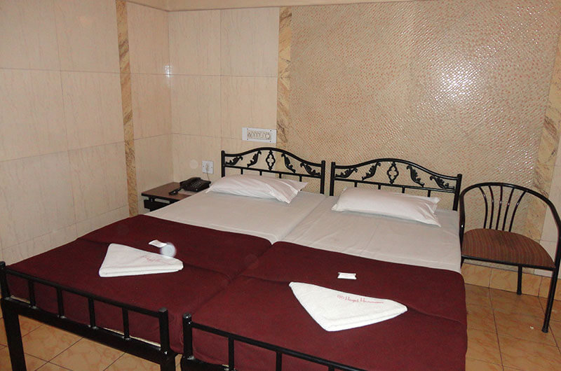 Hotel Haridwar-Deluxe AC Double Coat Room8