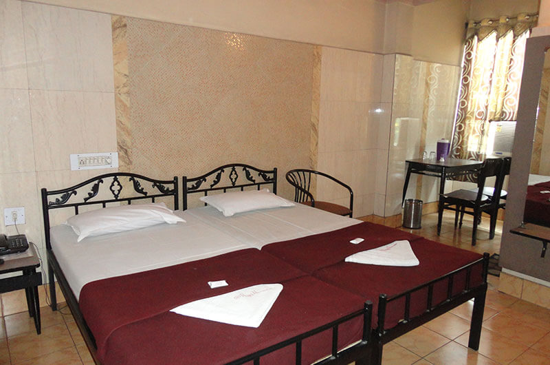 Hotel Haridwar-Deluxe AC Double Coat Room9