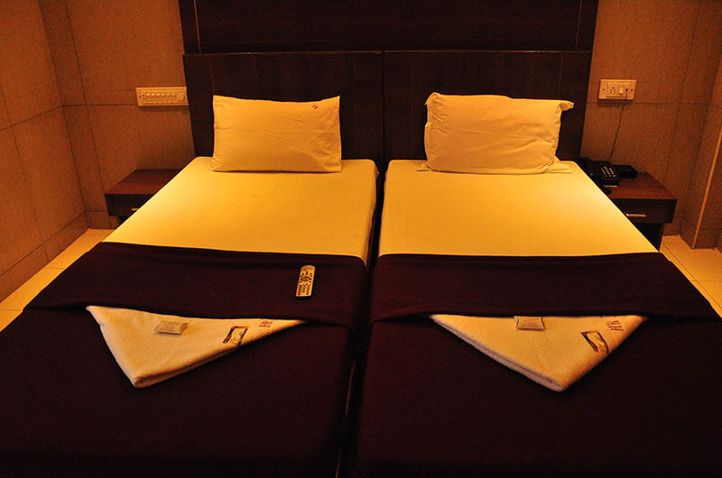 Hotel Haridwar-Deluxe AC Double Coat Room10