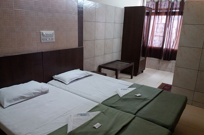 Hotel Haridwar-Deluxe Double Coat Room1