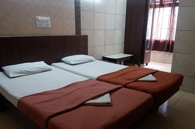 Hotel Haridwar-Deluxe Double Coat Room8