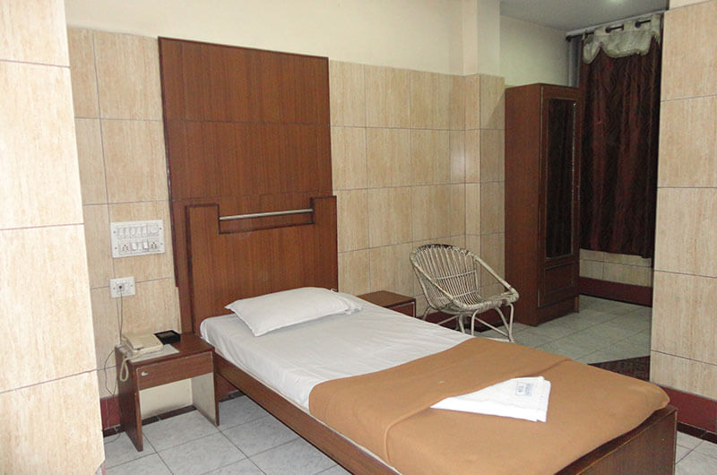 Hotel Haridwar-Deluxe Single Coat Room