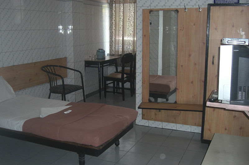 Hotel Haridwar-Deluxe Single Coat Room3