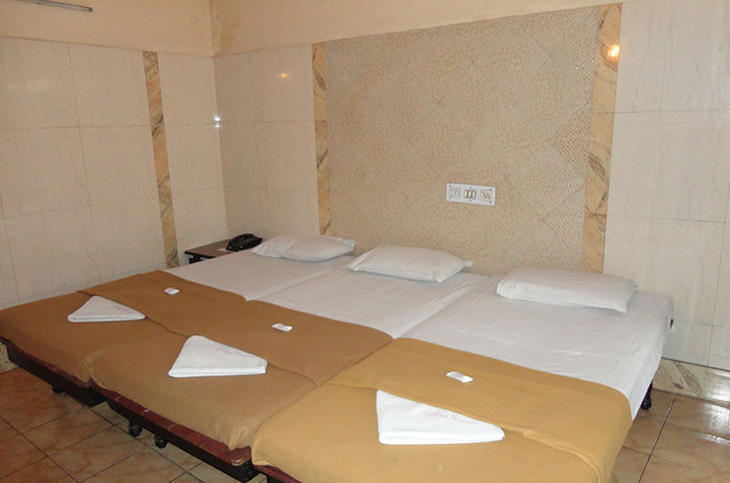 Hotel Haridwar-Deluxe Triple Coat Room1
