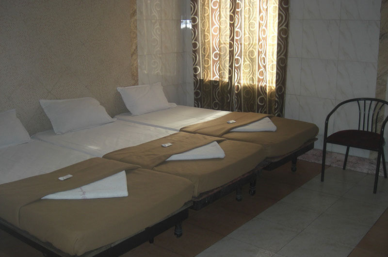 Hotel Haridwar-Deluxe Triple Coat Room3