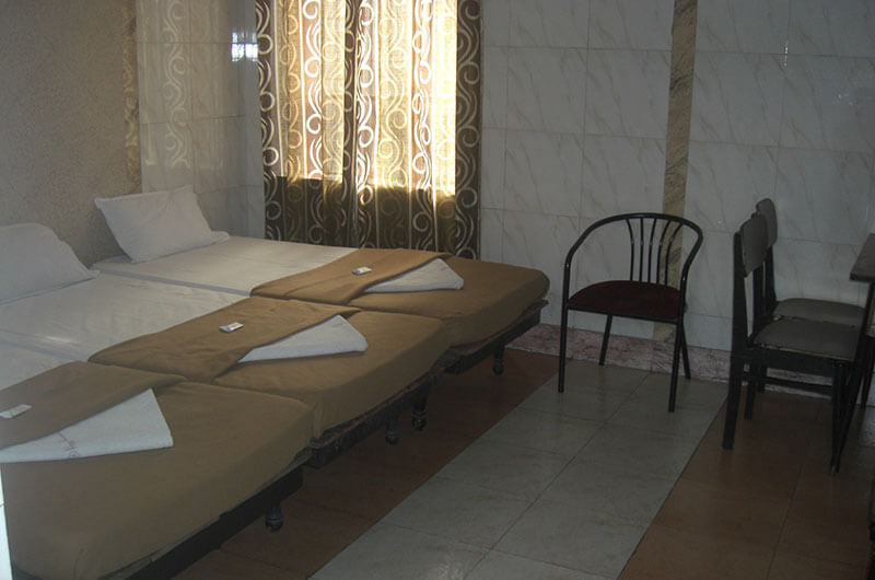 Hotel Haridwar-Deluxe Triple Coat Room5